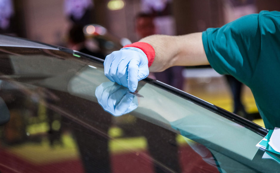 Replace The Car's Windshield Without Pay Extra Dollars